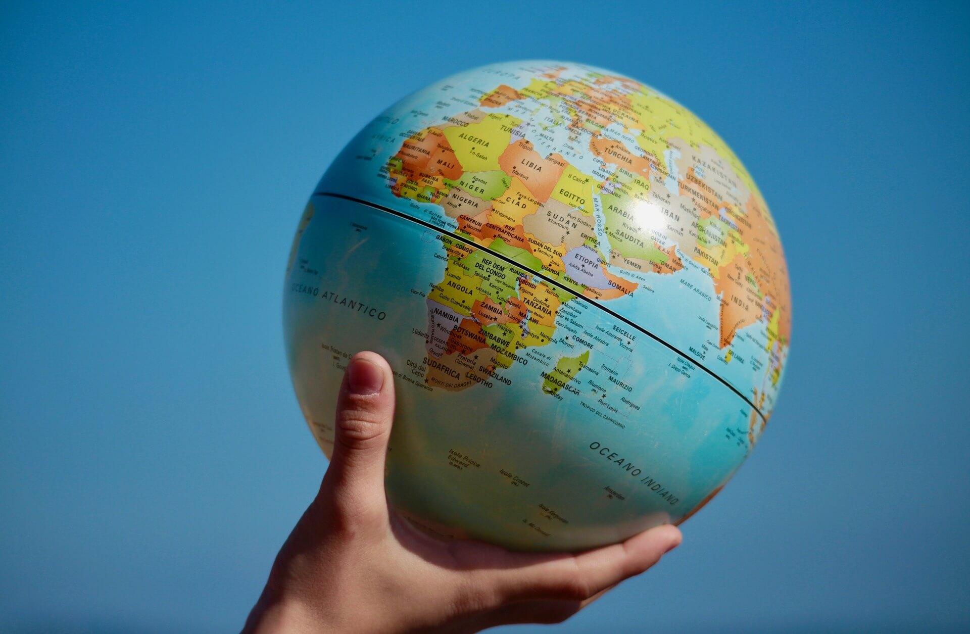 Une agence de recrutement international cherche les meilleurs profils à travers le monde.